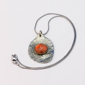 Zilveren ketting met  alpaca hanger met  steen